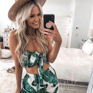 Tropical print crop top & shorts set green white